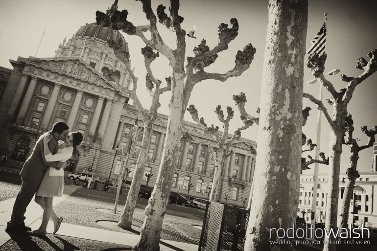 city-hall-san-francisco-destination-wedding-photographer-photojournalism-engagement-photos