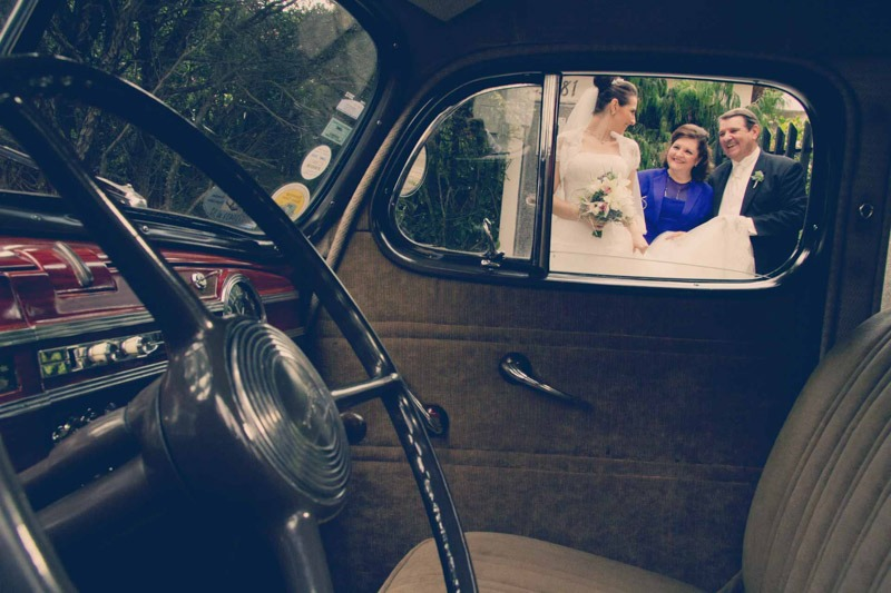 Bride with parents seen through window of classic car- Guatemala wedding photographer