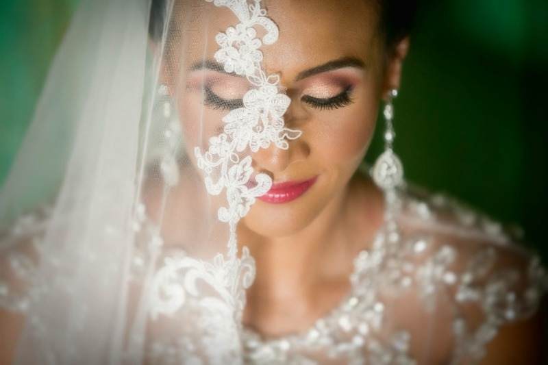 Close up portrait of bride covered by her veil- Wedding photographers Casa Santo Domingo