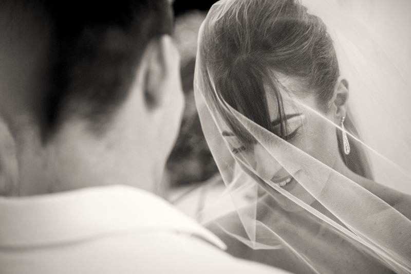 DC-1028 Bride under her veil during jewish ceremony - Antigua and Barbuda wedding photographer