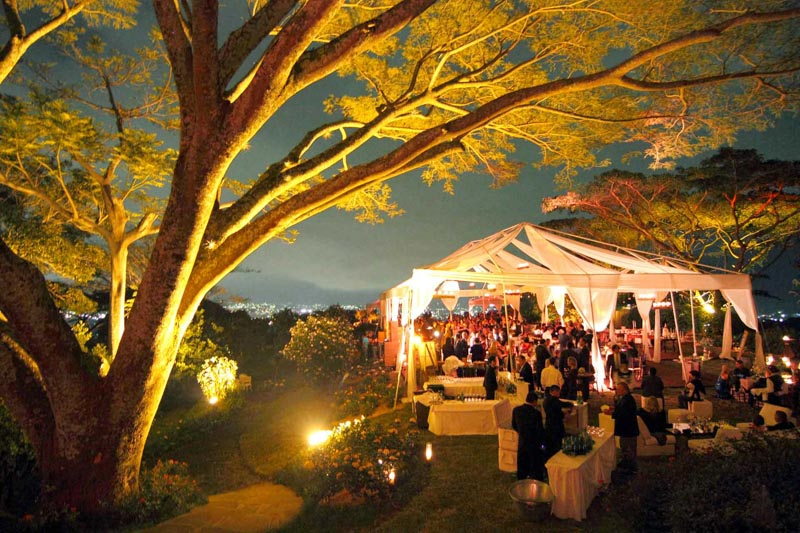 Garden wedding in with night view of San Salvador- El Salvador wedding photographer