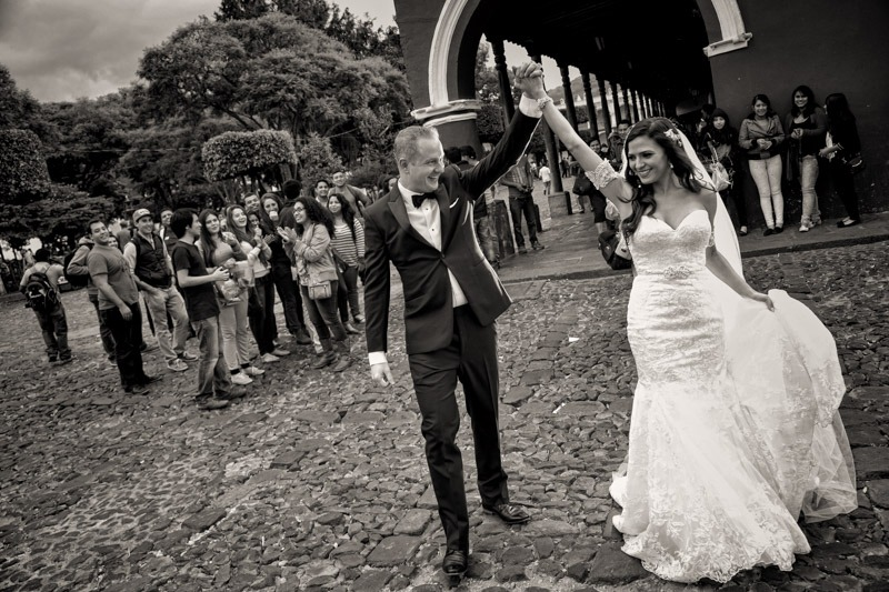 TC-1117 Bride and groom walking on a cobblestone street in the central park of Antigua Guatemala - Wedding photographers in Antigua