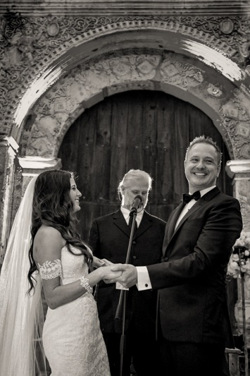 TC-1257 Bride and groom laughing during religious ceremony in Antigua Guatemala - Colonial town wedding photographer