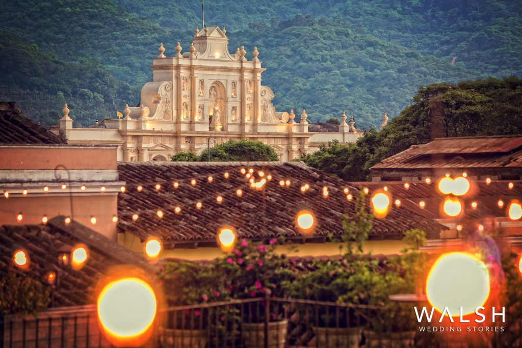 antigua guatemala wedding photographer-night view of antigua cathedral